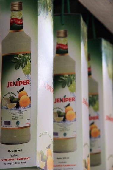 Nama Jeniper merupakan singkatan dari jeruk nipis peras yang menjadi bahan dasar pembuatan Jeniper