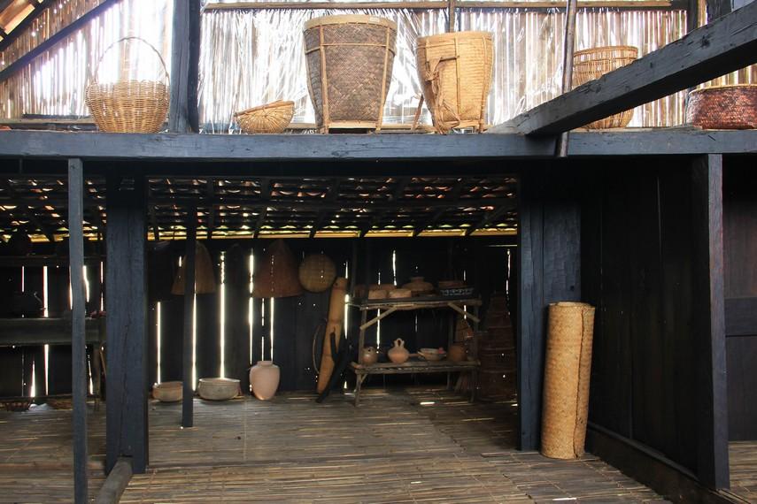 Nama rumah ulu berasal dari kata uluan yang bermakna pedesaan, uluan juga sebutan bagi masyarakat yang tinggal di bagian hulu Sungai Musi