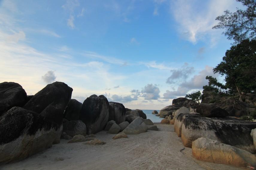 Pantai Matras berjarak 90 menit dari Ibukota Bangka, Pangkal Pinang