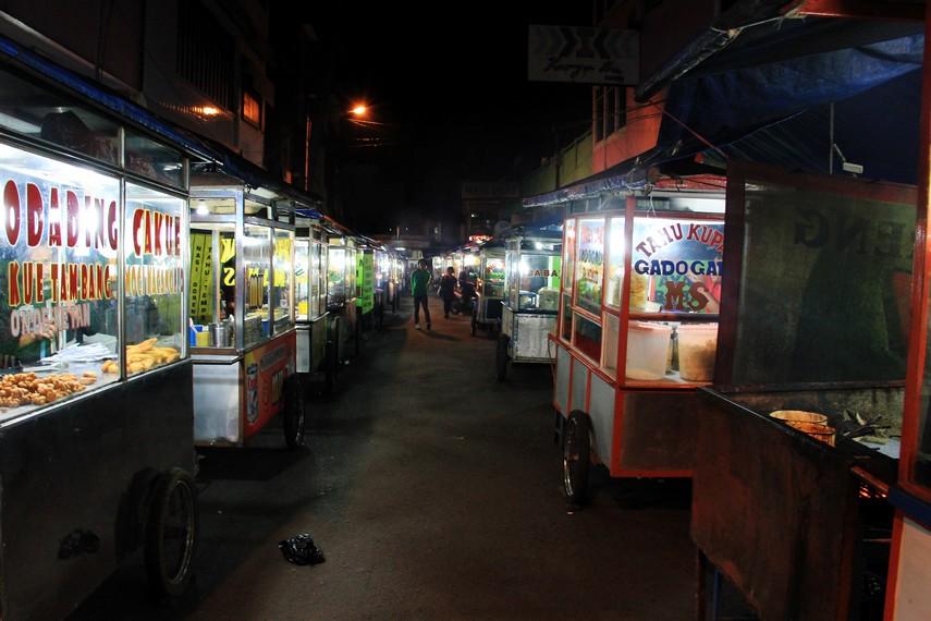 Pasar Ceplak terletak di Jalan Siliwangi, Garut, dan menjadi kawasan yang pas untuk berburu kuliner
