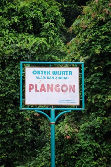 Plangon terletak di Desa Babakan, Kecamatan Sumber, Cirebon