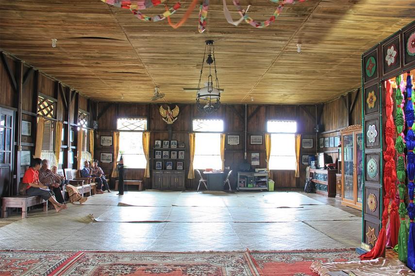 Ruang utama yang terlihat begitu terbuka tanpa ada sekat-sekat menjadi salah satu ciri khas rumah adat Belitung