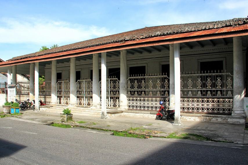 Rumah Kapiten Phang Tjong Toen terletak di Jalan Depati Endek, Kota Tanjung Pandan, Belitung