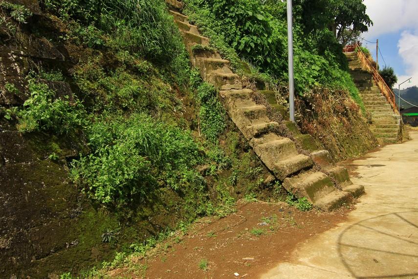 Saat pertama ditemukan, panjang Watu Kelir sekitar 600 m, dengan ketinggian sekitar 5 m. Saat ini, bagian yang tersisa hanya sekitar 50 m