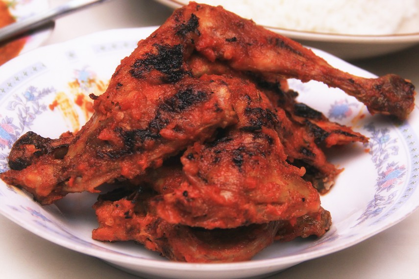 Sajian ayam taliwang yang begitu menggugah selera