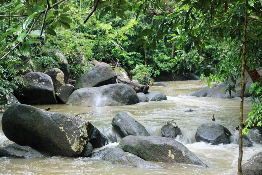 Sungai berbatu menjadi medan menantang untuk ditaklukkan saat berada di Batu Mentas
