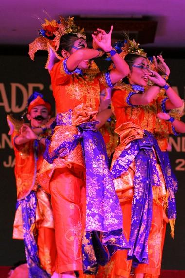 Tari Bayan Api memadukan unsur lokal Cina, Jawa, dan Melayu