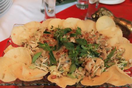 Karedok merupakan makanan khas Jawa Barat tepatnya berasal dari Desa Karedok, Kecamatan Jati Gede, Sumedang