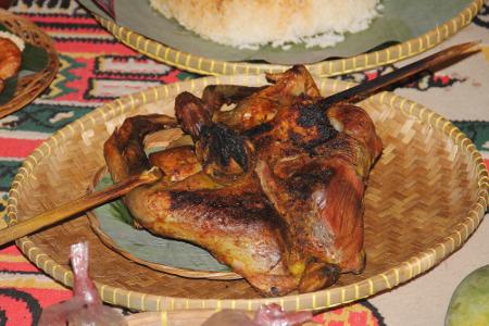 Sesajian ayam bakar dalam ritual Ngangkat di Kampung Budaya Sindang Barang