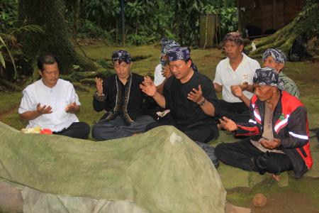 Tujuan ritual ngembang adalah berdoa kepada Allah, meminta izin kepada leluhur akan mengadakan tradisi Seren Taun, dan sebagai bentuk tadabur alam