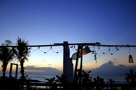 Eksotisme sunset di salah satu sudut cafe di Kuta