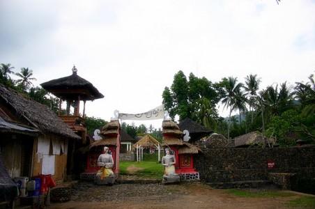 Pintu gerbang menuju Desa Tenganan