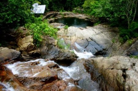 367_thumb_JemaTim-Air_Terjun_Neraja-air_terjun_neraja_dibangun_utk_pemandian_para_bidadari_dengan_menempatkan_kolam_kecil_dibagian_bawah-Yudi.jpg