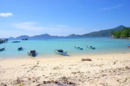 Keindahan yang hanya didiami oleh beberapa orang nelayan saja
