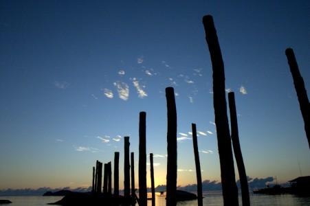 Matahari menyeruak dari ufuk timur