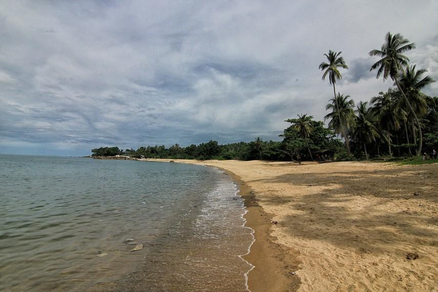 Pantai Teluk Uber berlokasi di Desa Rambak, Kecamatan Sungailiat, Bangka