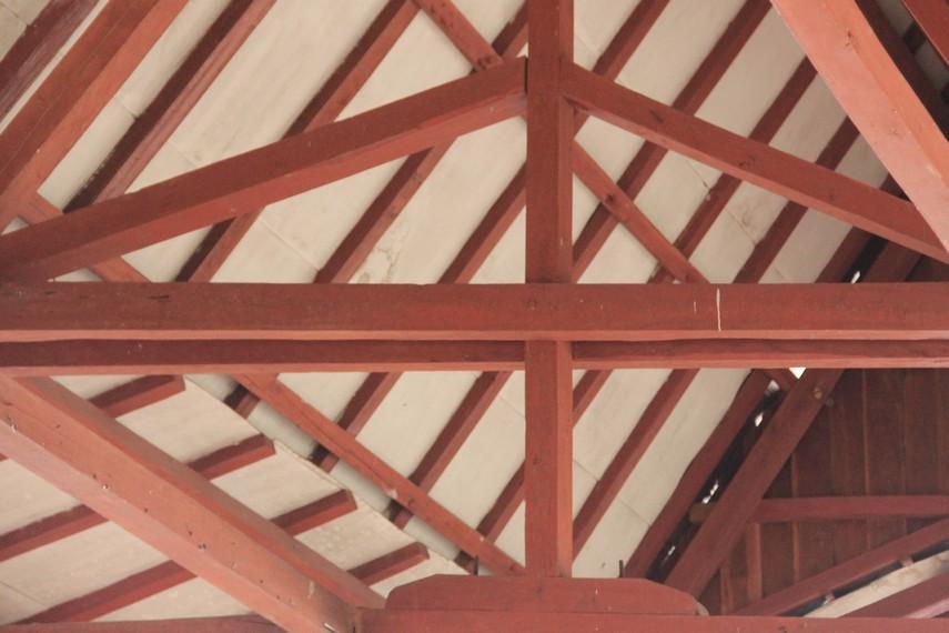 Atap di rumah adat Selat Nasik sedikit lebih tinggi dibandingkan dengan rumah adat Belitung