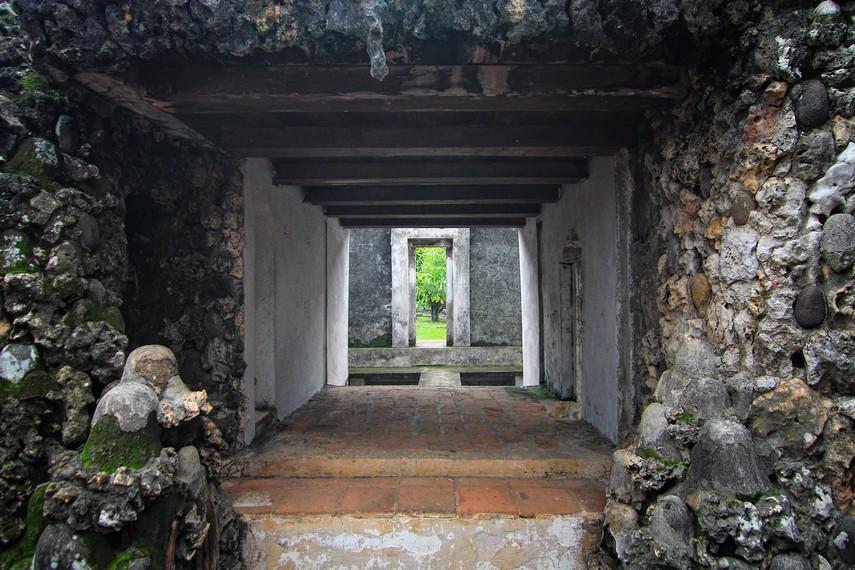 Beberapa Gua Sunyaragi saling terhubung gua yang satu dengan gua lainnya
