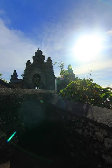 Berdasarkan Lontar Padma Bhuwana, pura penyangga barat daya Pulau Bali ini dibangun abad ke-11 oleh Mpu Kuturan