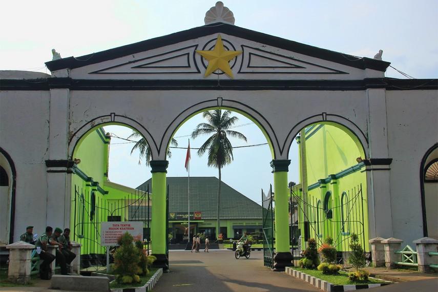Berdirinya Benteng Kuto Besak tidak lepas dari keberadaan Kesultananan Palembang