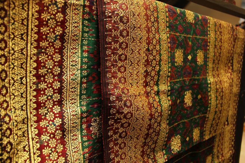 Harga jual kain cual sangat bervariasi mulai dari puluhan ribu hingga jutaan rupiah, tergantung dari jenis bahan dan motif kain