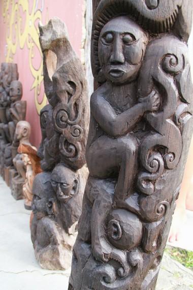 Patung-patung ini dibuat dari kayu trambesi yang banyak didapatkan di sekitar Kabupaten Bengkayang dan Singkawang