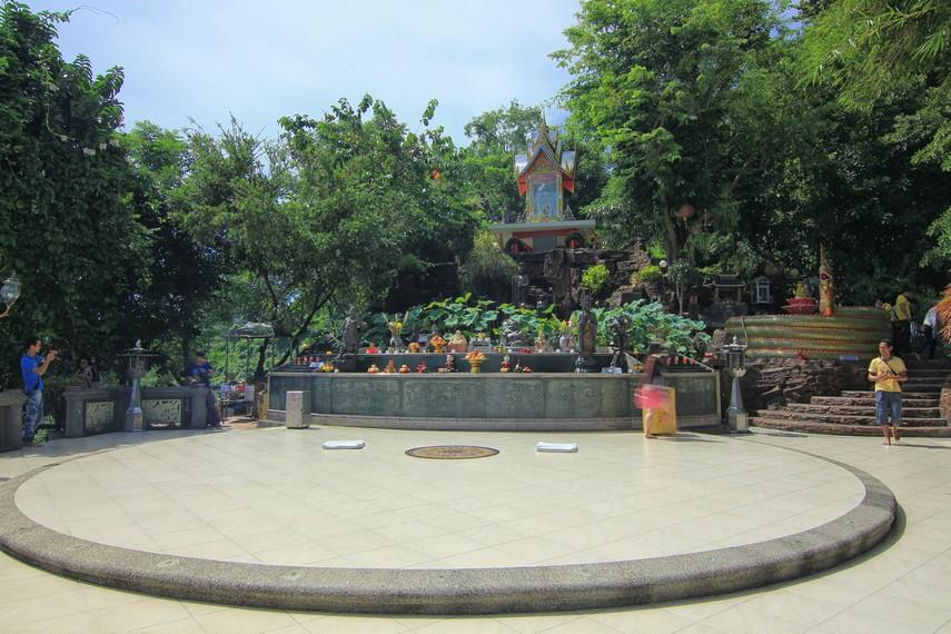 Tidak hanya digunakan sebagai tempat ibadah, vihara ini menjadi destinasi yang menarik bagi wisatawan