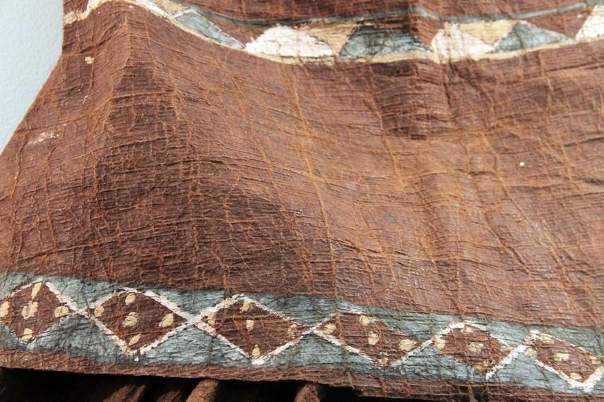 Kain kulit kayu ini konon sudah dibuat sejak jaman prasejarah