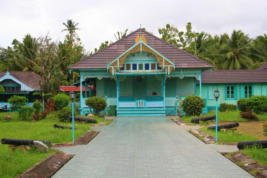 Istana Amantubillah memiliki warna dominan hijau muda