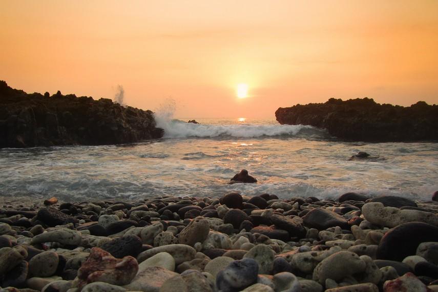 Pantai Batu Mandi berada di Kawasan Pulau Sangiang, Banten