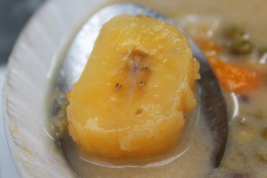 Keharuman potongan pisang dalam kolak membuat bubur kampiun makin nikmat disantap