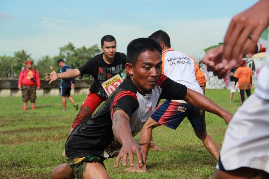 Permainan ini pada umumnya dimainkan saat perayaan kemerdekaan 17 Agustusan atau perayaan hari jadi sebuah Kabupaten