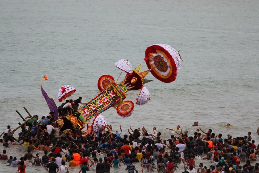 Puncak acara tabuik terjadi pada 10 Muharam Tabuik di buang (terbangkan) ke laut
