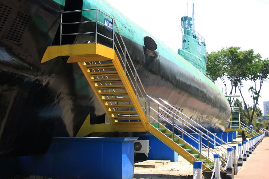 Museum ini dibangun untuk mengenang katangguhan KRI Pasopati setelah dinonaktifkan pada 1990, kapal selam ini dimuseumkan pada tahun 1996