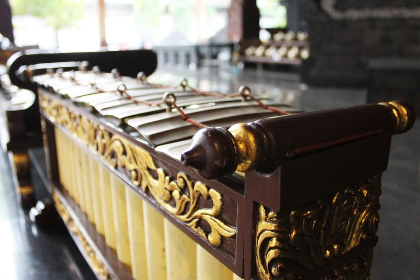 Gamelan Banyuwangi biasa digunakan untuk mengiringi tari gandrung dan kesenian-kesenian lainnya di Banyuwangi