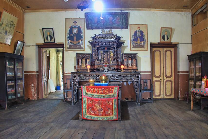 Peninggalan Kapitan berusia ratusan tahun yang lalu menjadi koleksi yang bisa dilihat pengunjung di kampung ini