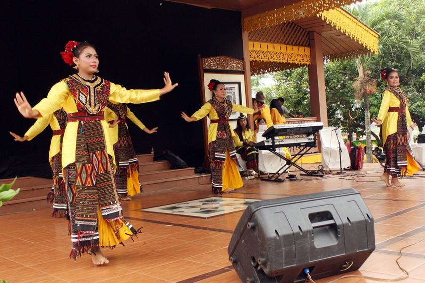 Ekspresi penari yang mencerminkan keceriaan terliohat sepanjang tarian ini dipertunjukan di atas panggung