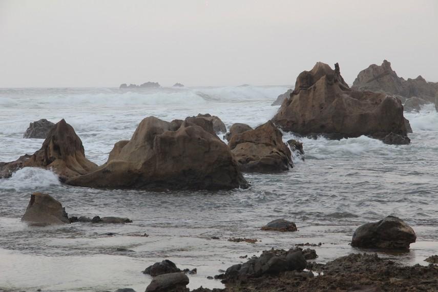Pantai Karang Songsong dikenal masyarakat sekitar dengan sebutan Pantai Cibobos