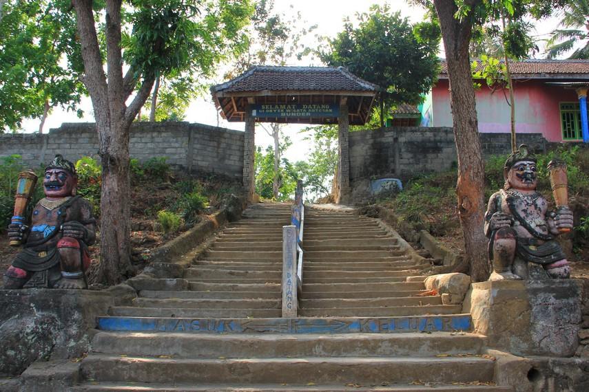 Selain air terjun, di kawasan ini juga terdapat tempat pemandian Antogan Indah