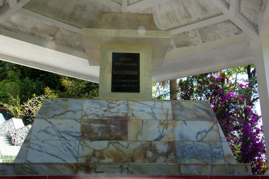 Untuk mengenang jasa-jasanya kepada bangsa, dibangunlah tempat peristirahatan terakhir bagi kusuma bangsa Sam Ratulangi