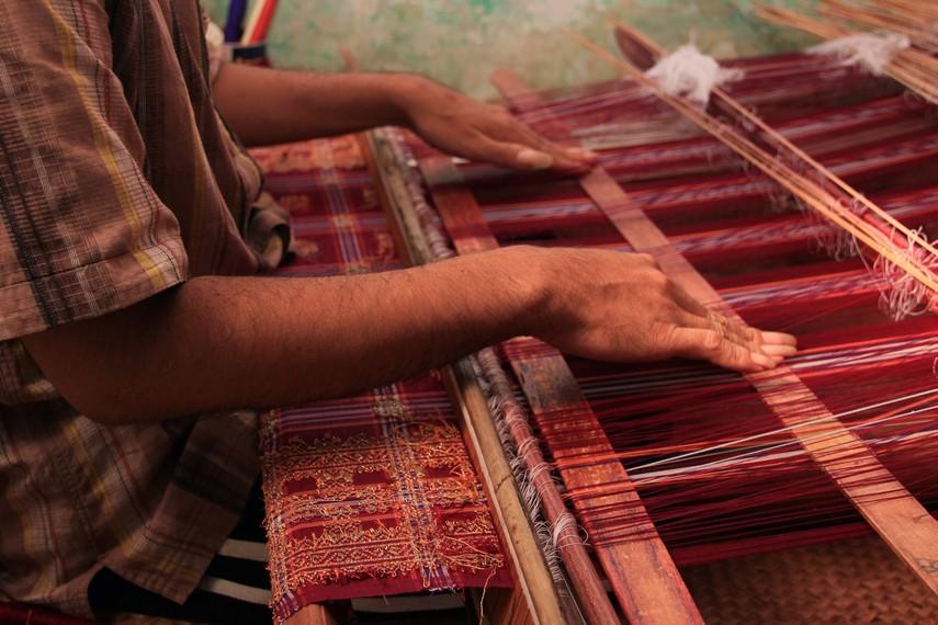 Untuk menghasilkan kain songket berkualitas baik dibutuhkan waktu hingga 3 bulan pengerjaan