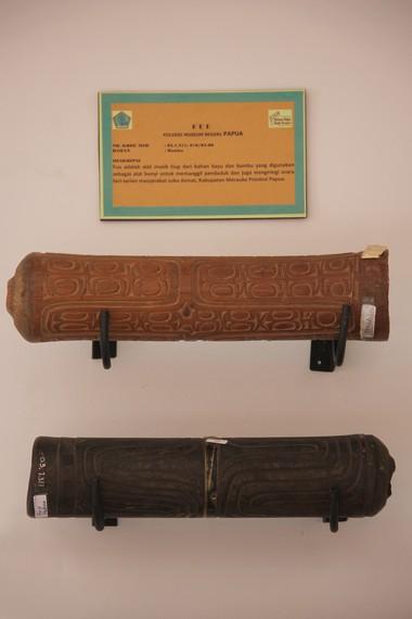 Selain digunakan untuk memanggil penduduk, alat musik ini juga digunakan untuk mengiringi tari-tarian khas Papua khususnya masyarakat Suku Asmat