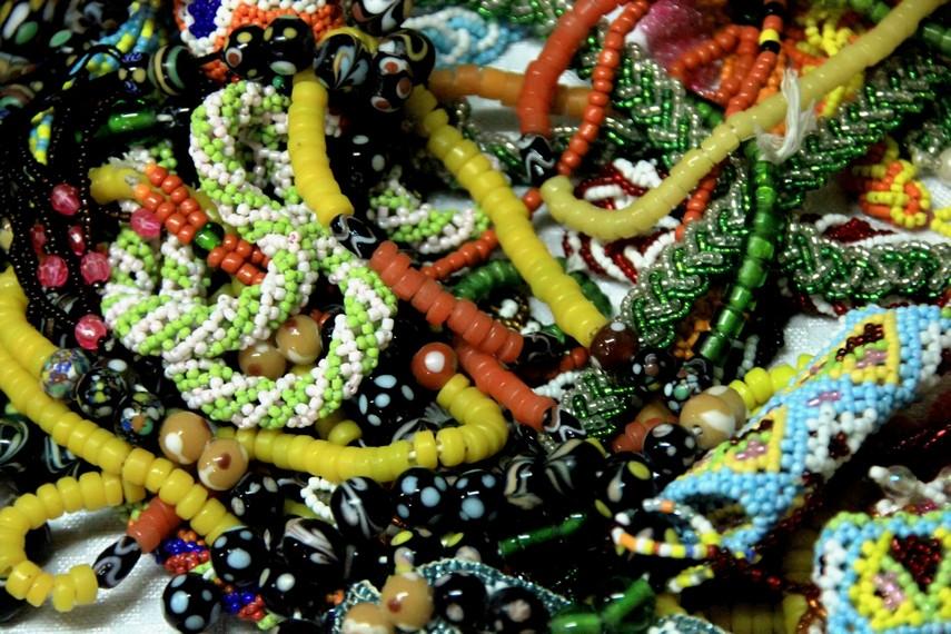 Kalung manik-manik khas Dayak yang bernilai estetis tinggi