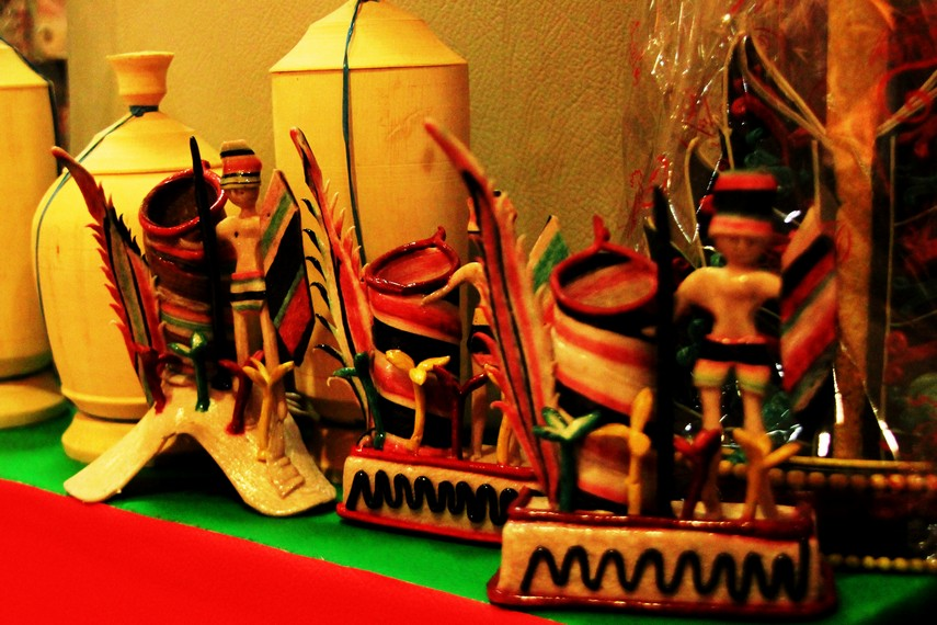 Kerajinan getah nyatu merupakan kerajinan asli Kabupaten Kapuas, Kalimantan Tengah