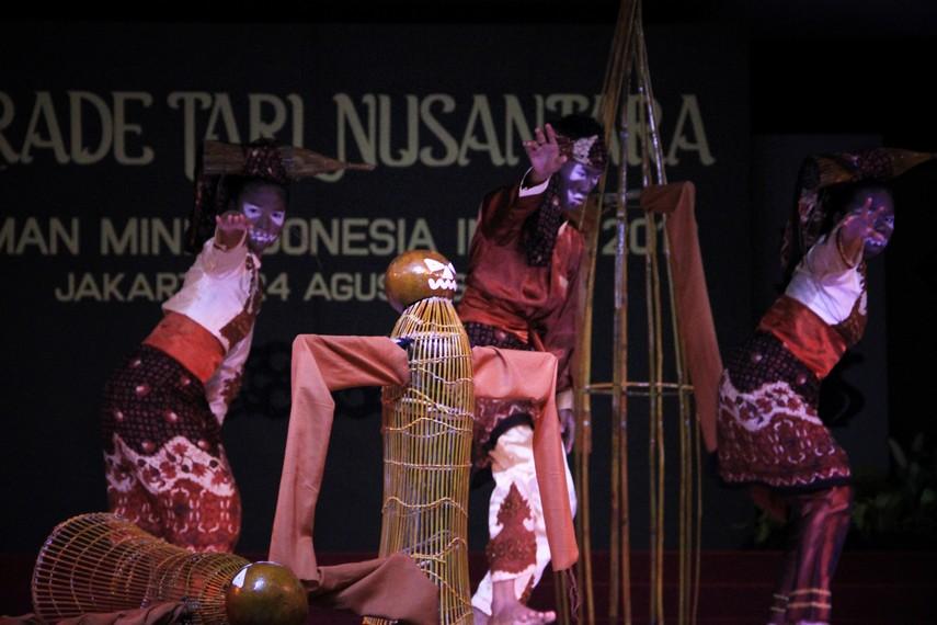 Kesenian tradisi Lukah Gilo serupa dengan permainan Jalangkung di Jawa