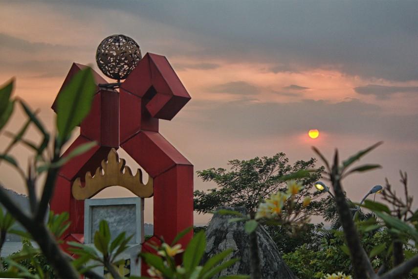 Menara Siger sekaligus menjadi penanda titik nol kilometer di selatan Sumatera