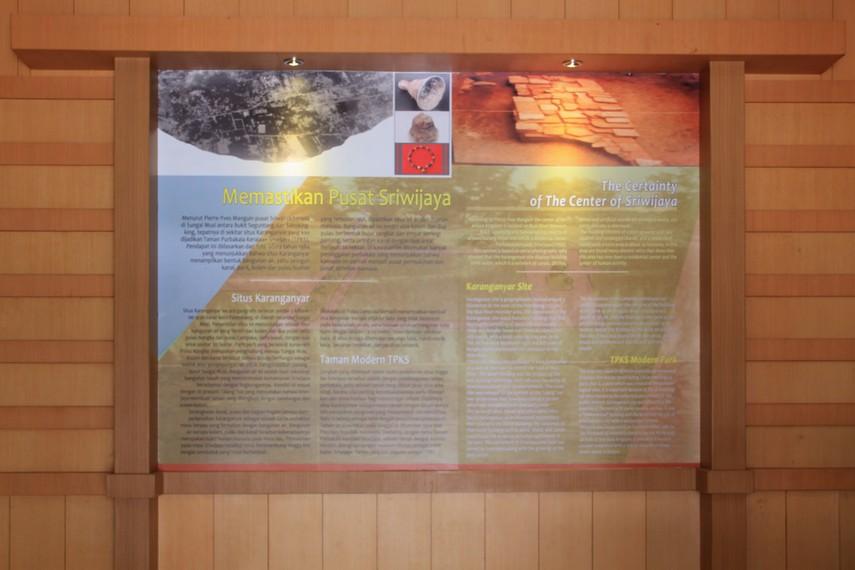 Museum Sriwijaya dilengkapi dengan banner yang berisi penjelasan singkat sehingga memudahkan para pengunjung yang datang