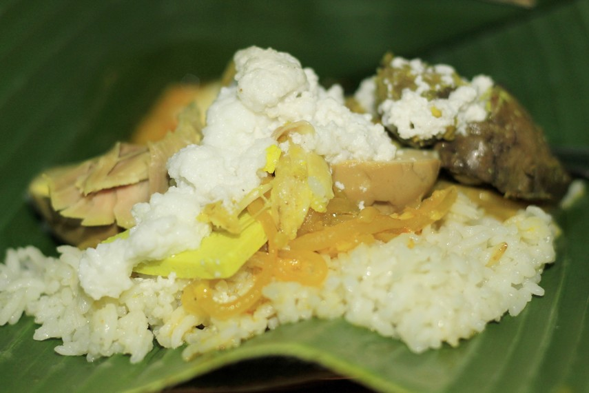 Nasi Liwet Bu Wongso Lemu dapat ditemukan di Jalan Teuku Umar, daerah Keprabon Kulon