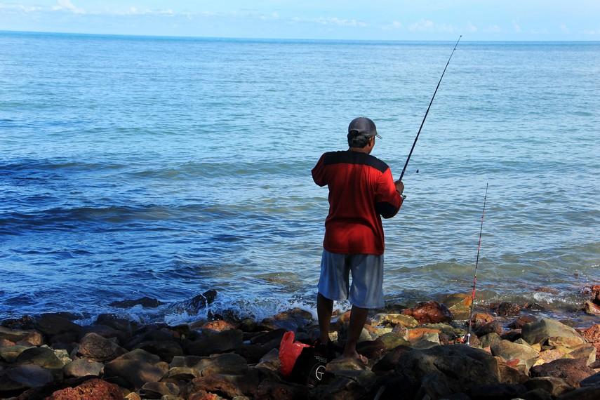 Pantai ini juga dijadikan arena pemancingan bagi warga sekitar pantai