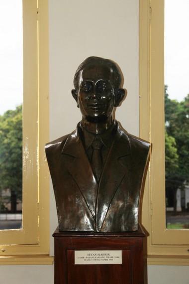Patung Sutan Syahrir, salah satu tokoh yang berperan penting dalam rencana kemerdekaan Republik Indonesia
